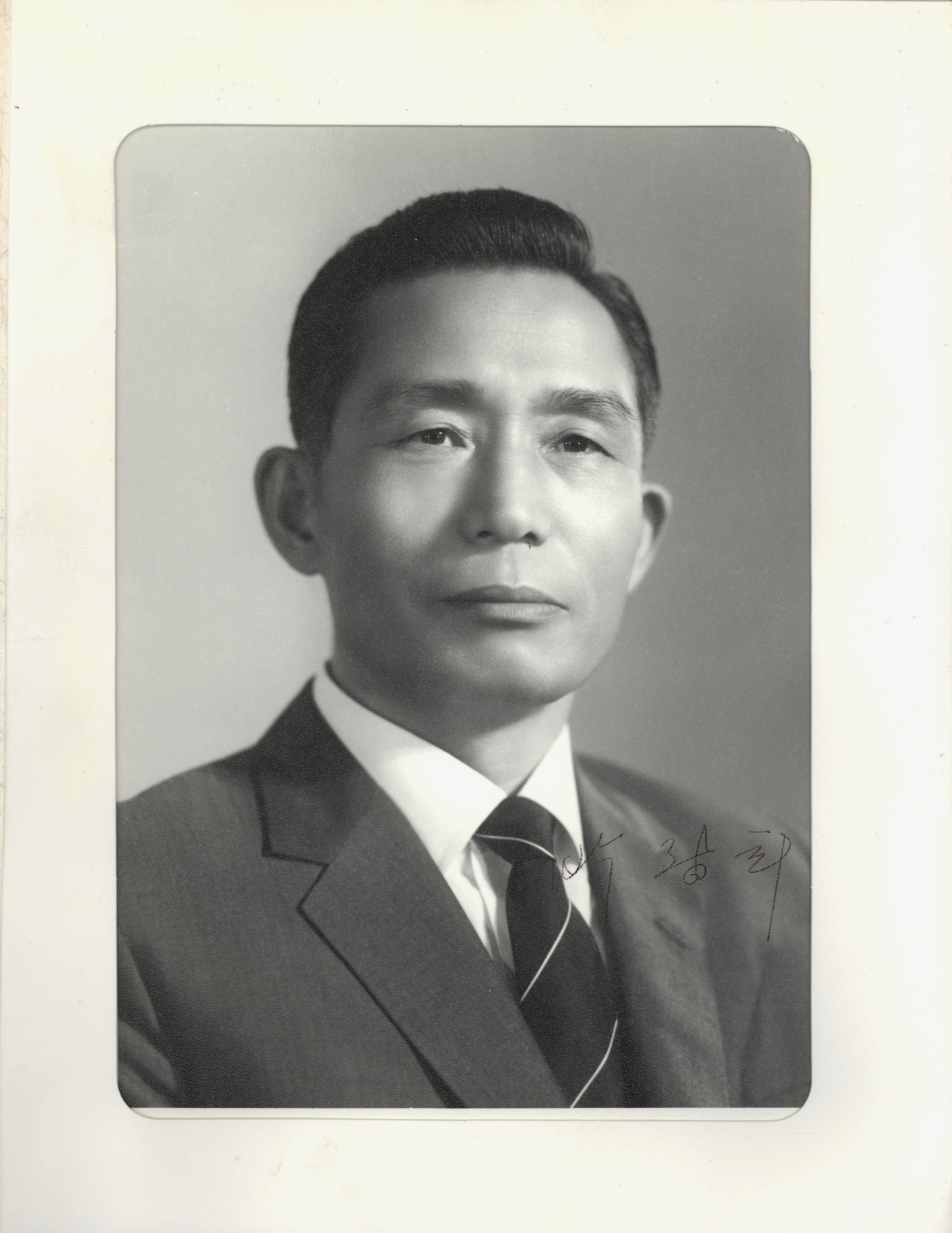 an introduction to the life of president park chung hee Reassessing the park chung hee era, 1961-1979 development, political thought introduction download pdf pp 3-16 there is a good deal of research on the political leadership and ruling ideas of president park chung hee.